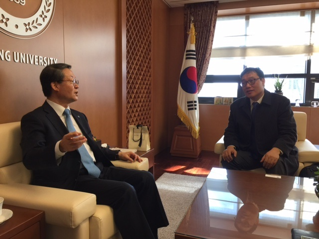 Dr. Kim meets with President Lee